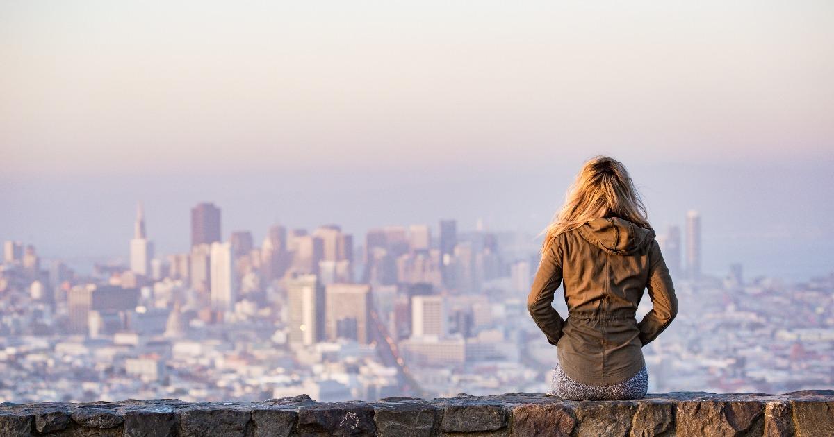 Какие психологические ловушки подстерегают вас в мегаполисах