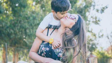 Photo of Почему нельзя целовать ребенка в губы: предупреждение от психолога