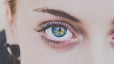 Почему дергается глаз: причины и способы самопомощи
