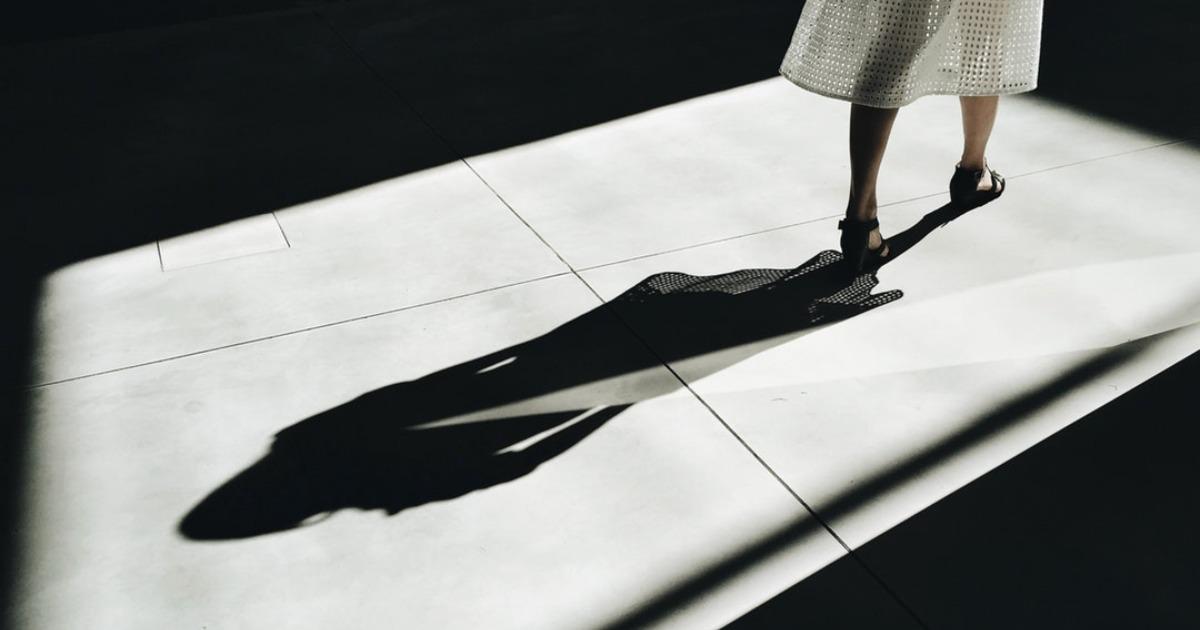 Я предпочла бы продолжить путь в одиночестве, чем идти в твоей тени