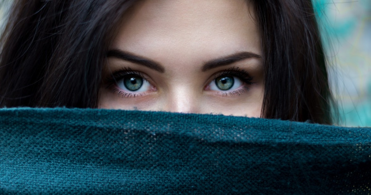 В глазах живут бактерии, защищающие их от инфекций