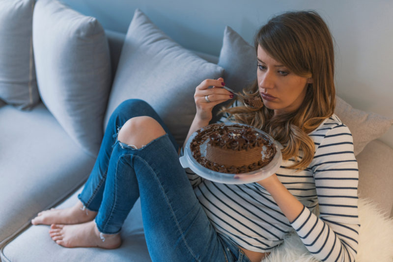 Эмоциональное переедание: почему оно возникает и как с ним бороться